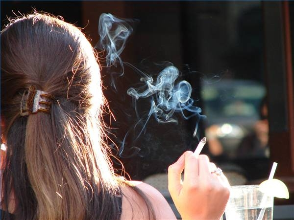default-ehow-images-a04-k4-qm-cigarette-smoke-out-dry-hair-800x800